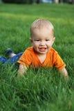 Baby op het gras Royalty-vrije Stock Fotografie