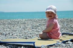 Baby op het strand Stock Fotografie