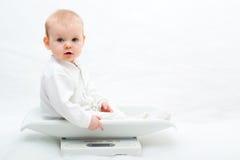 Baby op schalen Royalty-vrije Stock Afbeelding