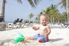 Baby op Strand Royalty-vrije Stock Afbeeldingen