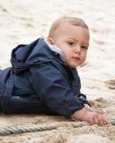 Baby op strand Stock Foto's