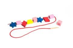 Baby-pädagogisches Spielwaren-Schnüren lizenzfreie stockfotos