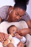 Baby pasgeboren met moeder Stock Afbeelding