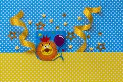 Baby showerbakgrund blå yellow Arkivfoto