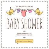 Baby showerinbjudanmall Hand dragen tappningillustration Royaltyfri Bild