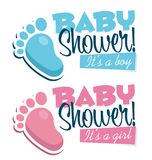 Baby showerinbjudningar med behandla som ett barn fotsymboler Arkivbilder