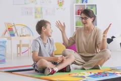 Baby-sitter e menino novo Fotografia de Stock Royalty Free