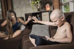 Baby-sitter em casa Fotografia de Stock