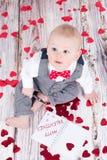 Baby som önskar lyckliga valentin Royaltyfri Fotografi