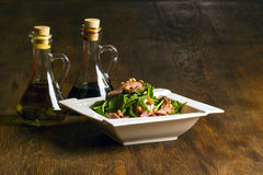 Baby spanach salad with olive oil and vinegar royalty free stock photos