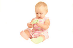 baby spel met eigen sokken stock fotografie