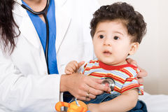 Baby in spreekkamer Stock Foto's