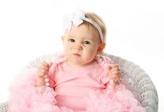 Baby tragendes pettiskirt Ballettröckchen und Perlen Stockfoto
