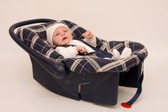 Baby in veiligheidszetel stock afbeeldingen