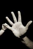 Baby vertraut in der Hand dem Halten lizenzfreie stockbilder