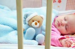 Baby in voederbak Royalty-vrije Stock Foto's