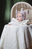 Baby in wieg stock fotografie