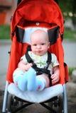 Baby in zittingswandelwagen Royalty-vrije Stock Afbeeldingen