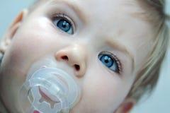 babyansikteflicka Arkivfoto