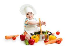 Babychefkleinkind mit gesundem Lebensmittel Stockfotos
