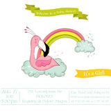 Babydouche of Aankomstkaart - het Meisjesslaap van de Babyflamingo op een Regenboog Stock Fotografie