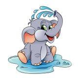 Babyelefant, der mit Wasser sich gießt Lizenzfreies Stockfoto