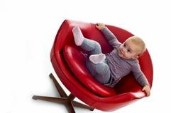 Babygirl auf einem Stuhl lizenzfreies stockbild