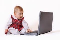Babygirl e portátil Foto de Stock Royalty Free