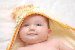 Babygirl nach dem Bad Stockfotografie