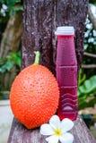 Babyjackfruit und -saft Stockfoto