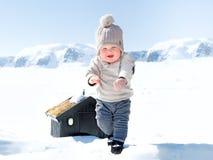 Babyjongen in de sneeuw Stock Fotografie