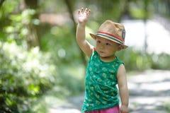 Babyjongen in de zomer royalty-vrije stock fotografie