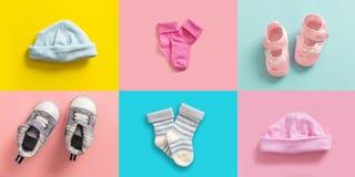 Babyjongen en de collage van van meisjesschoenen en sokken, pastelkleur gekleurde achtergrond royalty-vrije stock foto