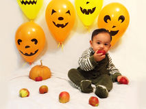 Babyjongen en Halloween royalty-vrije stock foto