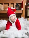 Babyjongen in Kerstmankostuum Kerstmis Nieuw jaar royalty-vrije stock afbeeldingen