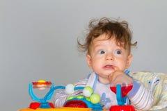 Babyjongen in leurder Stock Foto's