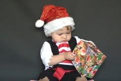 Babykerstman en giftzak stock footage