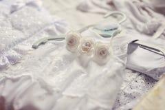 Babykleding en bonnet royalty-vrije stock afbeelding