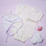 Babykleidung, Ansicht von oben Stockfotografie
