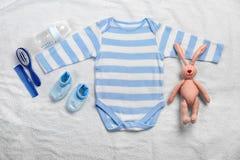 Babykleidung und -notwendigkeiten lizenzfreie stockfotos