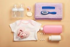 Babykleidung und -notwendigkeiten lizenzfreies stockbild