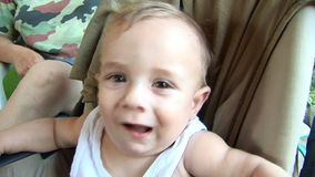 Babylächeln stock footage