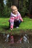 Babymeisje buiten Stock Foto's