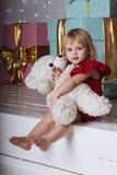 Babymeisje dichtbij giftdozen Royalty-vrije Stock Fotografie