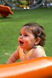 Babymeisje in een speelplaats Stock Foto's
