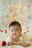 Babymeisje in haar eerste Kerstmis Royalty-vrije Stock Foto's