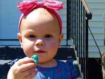 Babymeisje met Roze Hoofdband royalty-vrije stock afbeelding