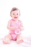 Babymeisje met roze zuigfles royalty-vrije stock afbeeldingen