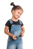 Babymeisje met zonnebril die in studio stellen Geïsoleerde Royalty-vrije Stock Foto's