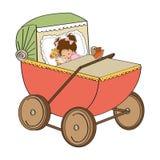 Babymeisje in retro wandelwagen op witte achtergrond wordt geïsoleerd die Stock Fotografie